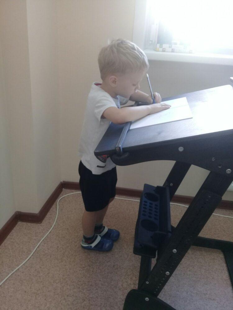 Высокий стол «Ладная» для учебы стоя с механической регулировкой (под рост 100-160 см)