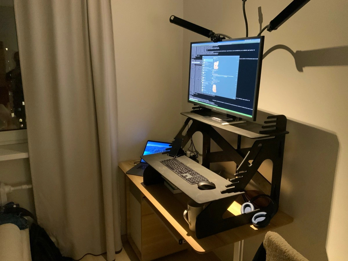 Столик для ноутбука и монитора, темный орех