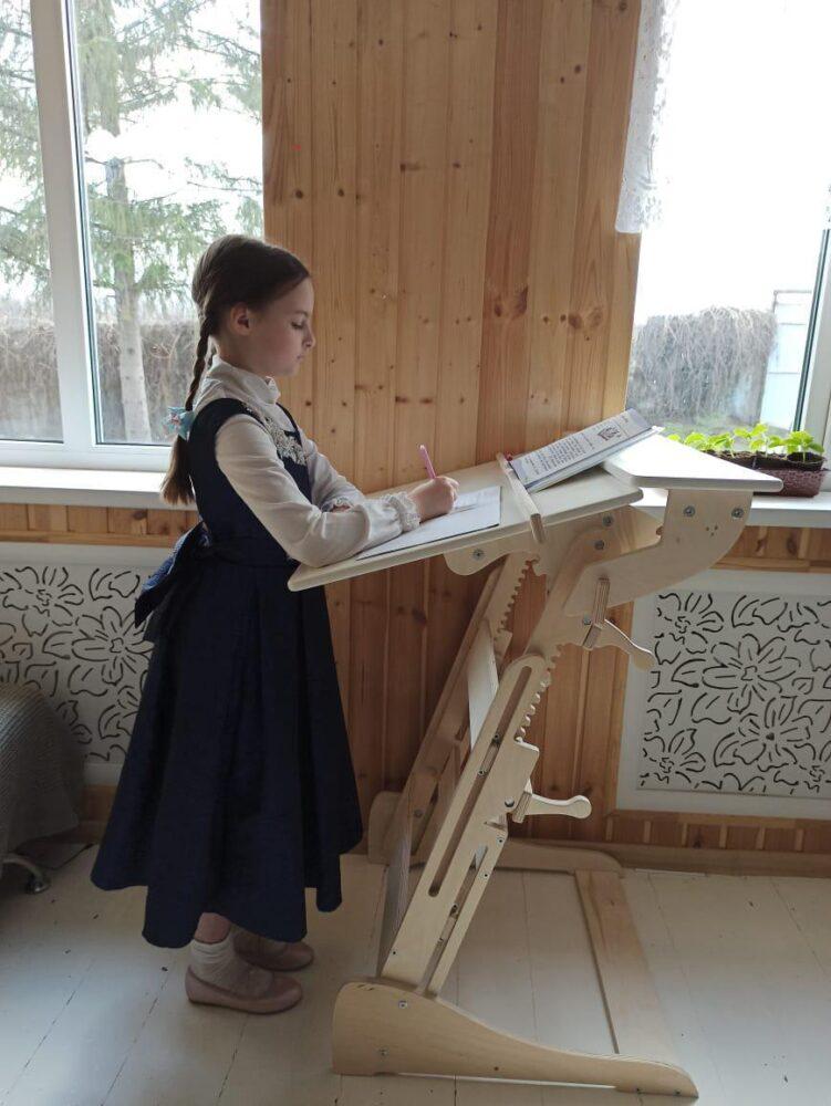 Письменный стол «Эврика детская (Гармония)» для работы стоя с регулировкой высоты и наклона столешницы на рост 100-160 см