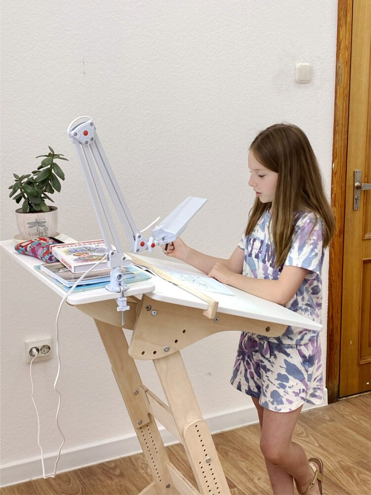 Стол для учебы стоя «Добрыня детский (Ладная)» с регулировкой высоты и наклона столешницы на рост 100-160 см