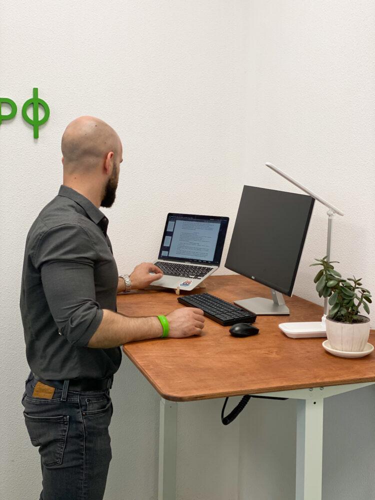 Высокий стол с электрорегулировкой высоты OneTouch Mini 100