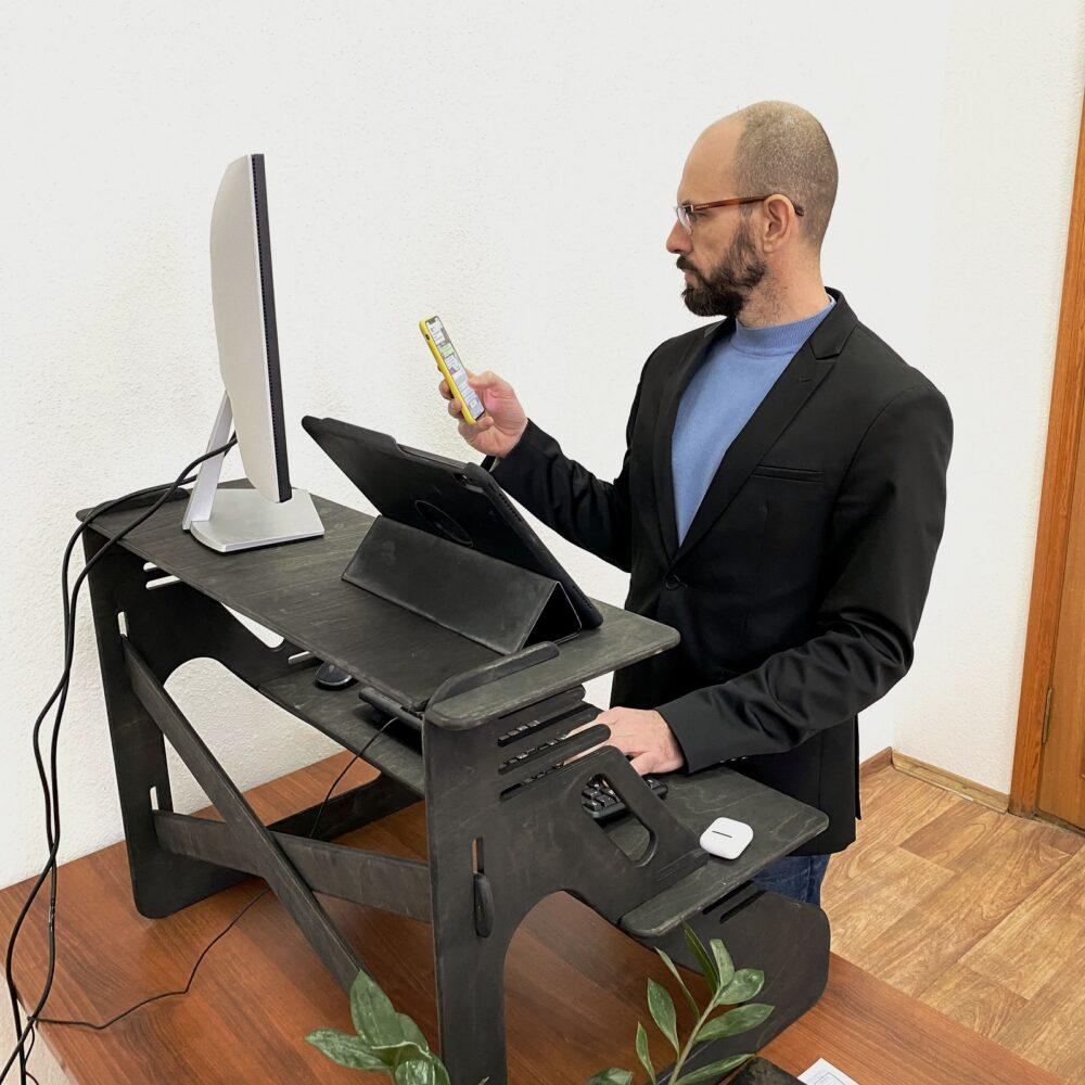 Столик для ноутбука и монитора, черный венге