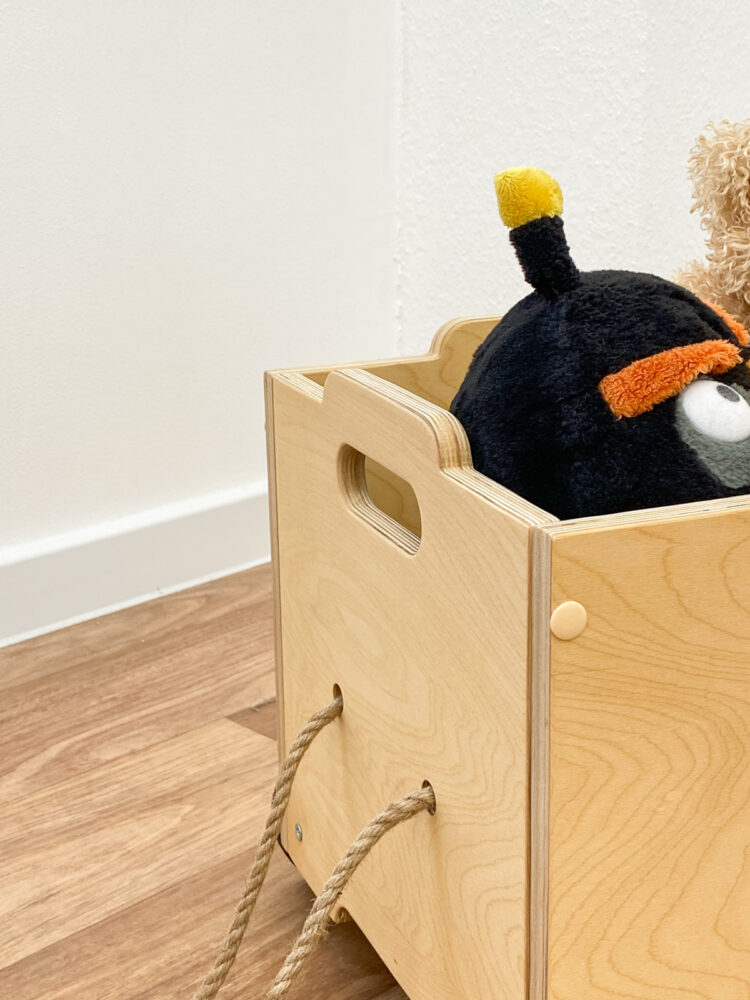 Ящик для игрушек на колёсиках
