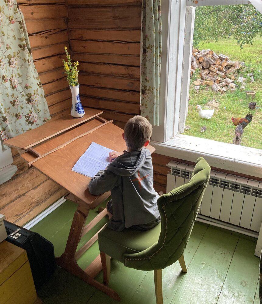 Конторка «Хронос» для учебы стоя и сидя с полкой, Светлый орех